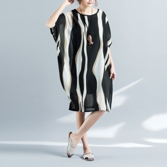 Summer New style national wind Plus-sized loose pleated fabric does not rule mixing striped fifth bat sleeve dress (Black)