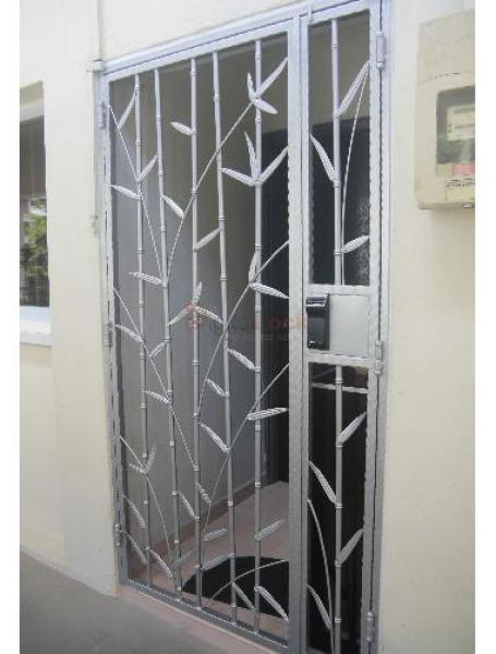 BAMBOO SILVER WROUGHT IRON HDB GATE (4 x 7)