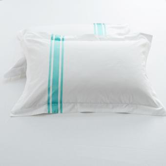 Harga Hotelier Prestigio™ Luxury White Turquoise Stripe Pillow Case