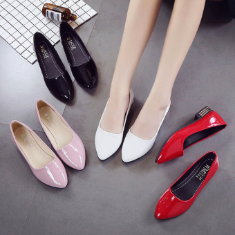 Korean-style patent leather spring and pointed black leather shoes (Black)