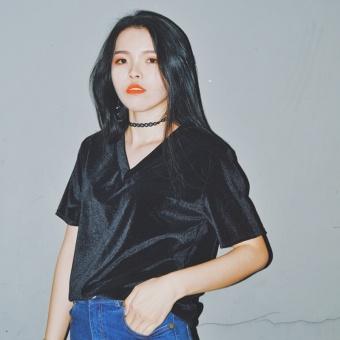 V-neck loose velvet Swan Velvet short-sleeved bottoming shirt T-shirt (Black) (Black)