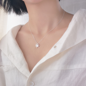 Small elk people handmade plain silver brushed MapleLeaf fresh leaves S925 sterling silver necklace clavicle chain literary Japan and South Korea female models